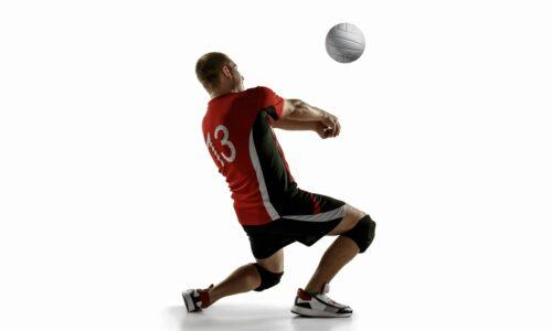 травма колена во время игры в волейбол